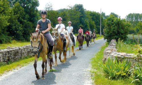 centre equestre pouzay